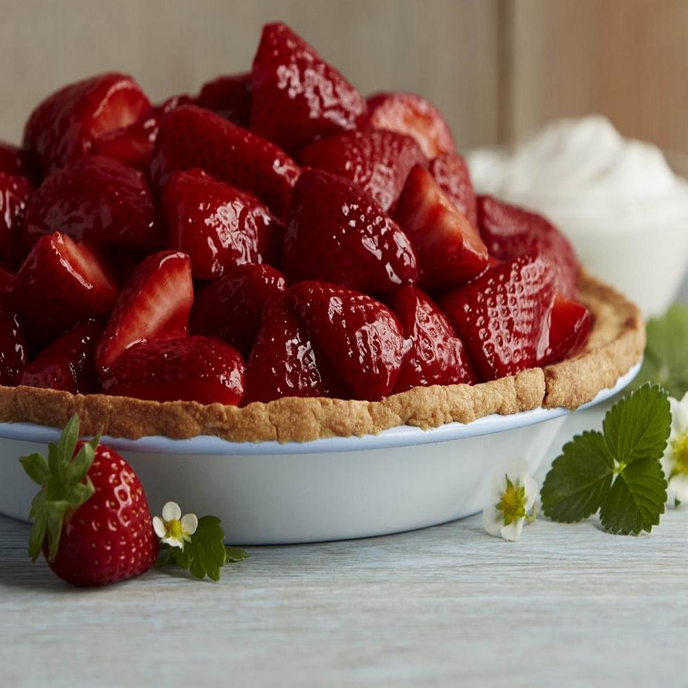 village-candle-fresh-strawberries